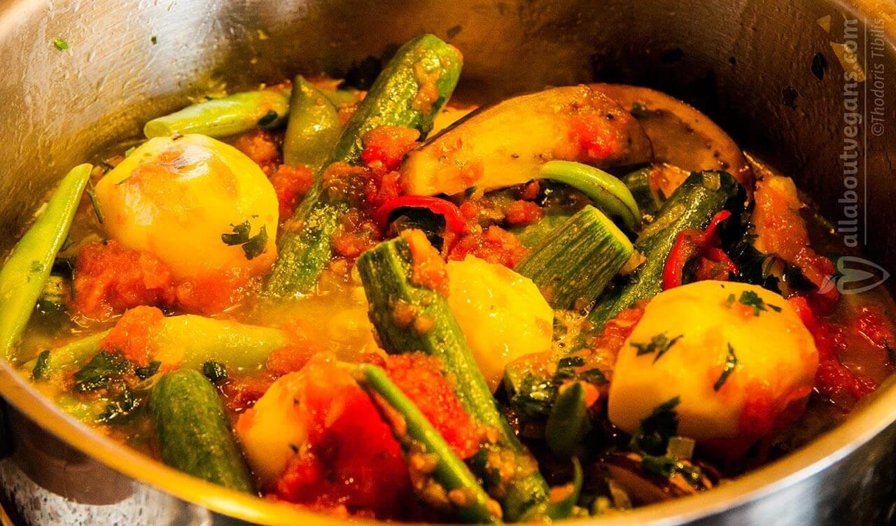 Φασολάκια με λαχανικά στην κατσαρόλα (vegan)