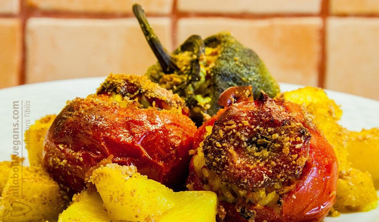 Vegan γεμιστά (ντομάτες και πράσινες πιπεριές)