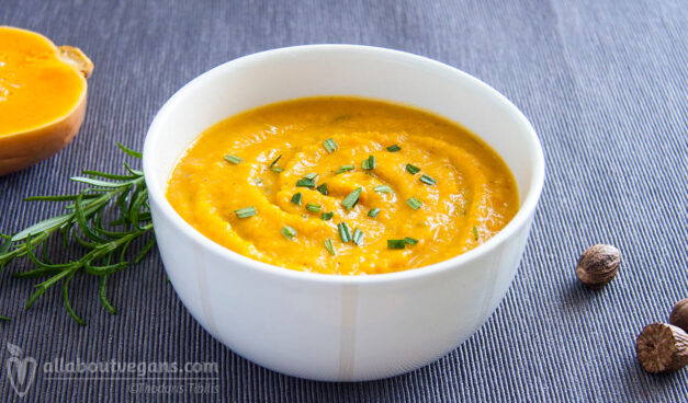 Simple, easy and delicious vegan pumpkin soup in 30 minutes!