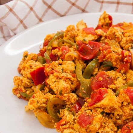 Scrambled tofu with tomatoes and green bell peppers. A vegan recipe from allaboutvegans.com.
