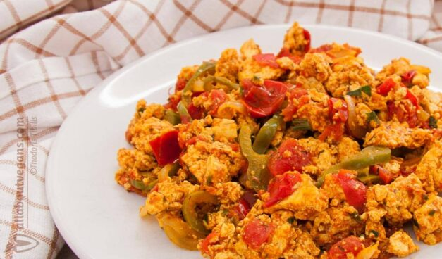 Vegan scrambled tofu with onions and bell peppers (Greek kayanas)