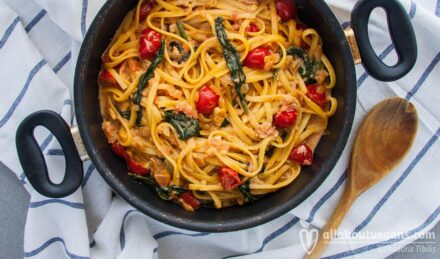 Spaghetti with spinach, cherry tomatoes and pink sauce