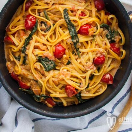 Spinach & cherry tomatoes pasta with pink sauce - Vgena Recipe