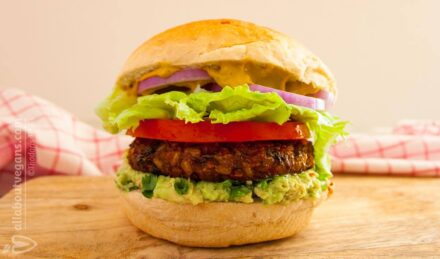 The ultimate Vegan Burger! Delightful, nutritious and nutritious!