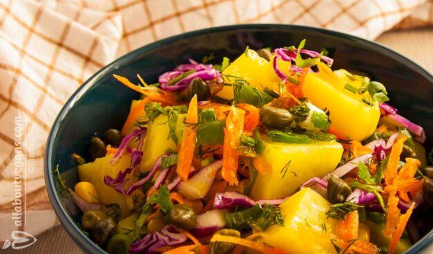 Σε 15 λεπτά! Πεντανόστιμη πατατοσαλάτα με μυρωδικά, λαχανικά και εκπληκτική σως μουστάρδας