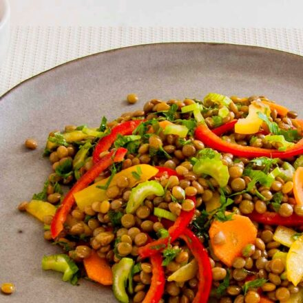 Photo of lentil salad. With brown lentils and sweet sour curry sauce. A vegan recipe.