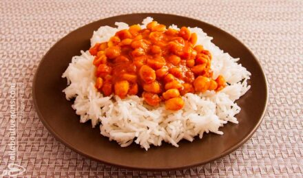 Rice with chickpeas in curry sauce with almond milk