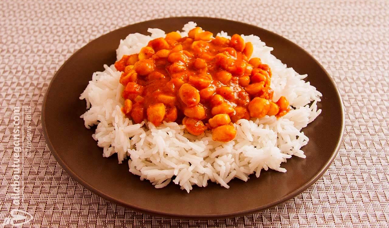 Ρύζι με ρεβίθια σε σάλτσα κάρυ με γάλα αμυγδάλου