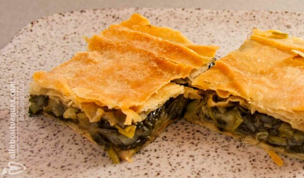 Delicious fasting Greek spinach pie with leeks and fennel