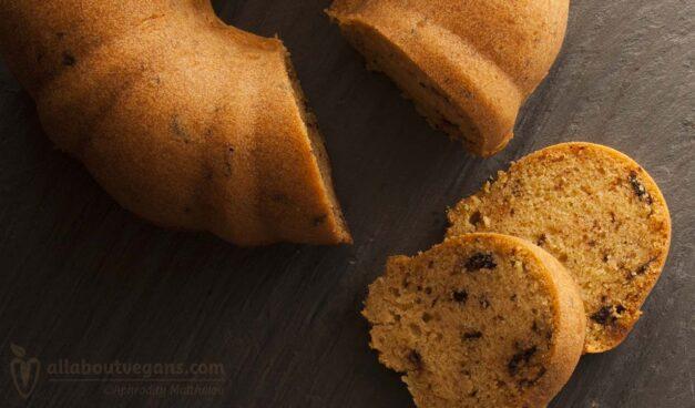 Το πιο απλό κέικ βανίλιας με ελαιόλαδο και κομμάτια σοκολάτας