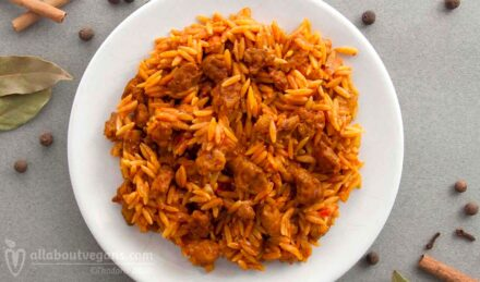 Photo of giouvetsi (youvetsi). A comfort food with soya kebab and orzo. A vegan and vegetarian recipe from All About vegans.