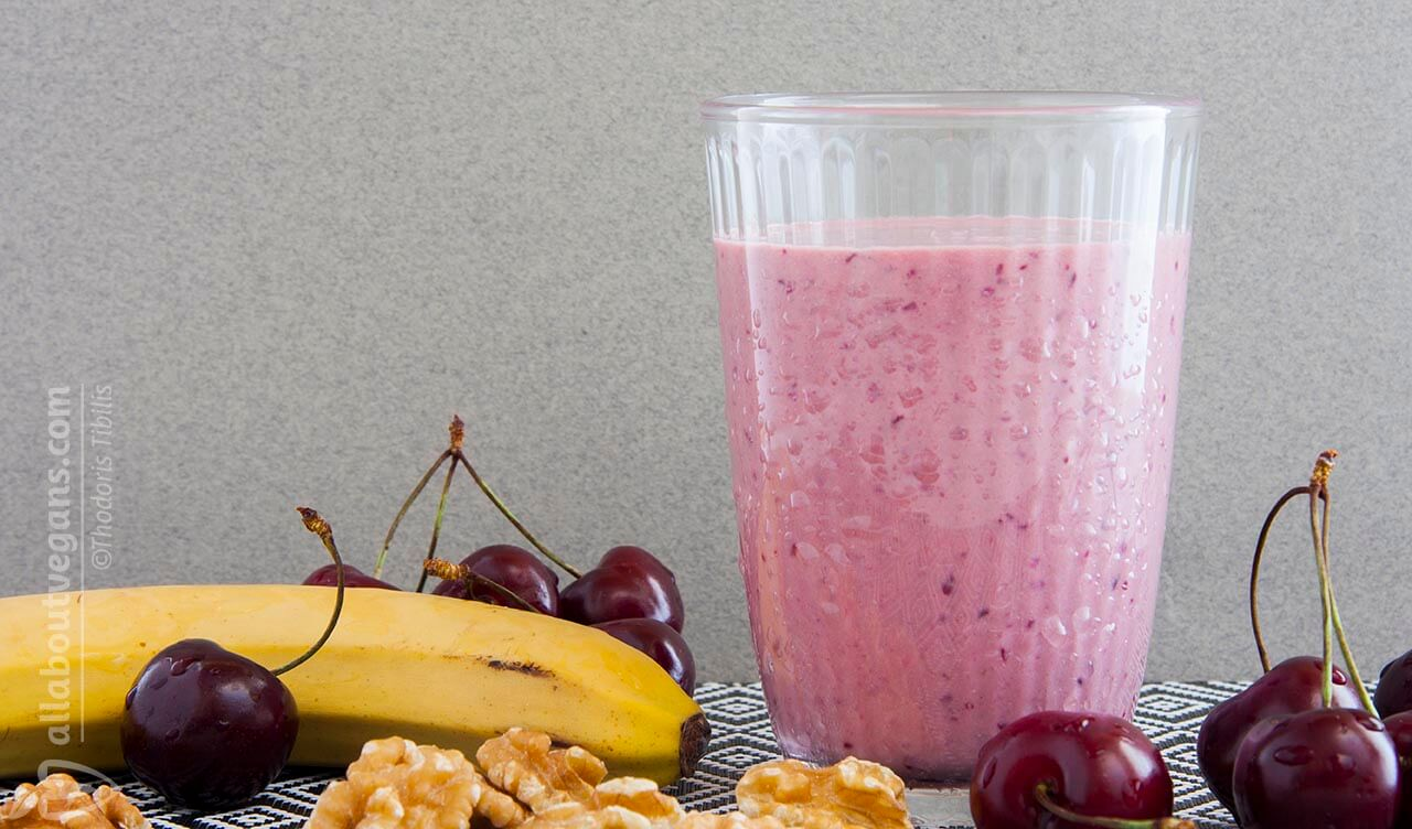 Smoothie with cherries, banana, walnuts & B12 in 5 '