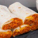 Vegan burritos με κιμά σόγιας, πολύχρωμες πιπεριές & σπιτική vegan sour cream